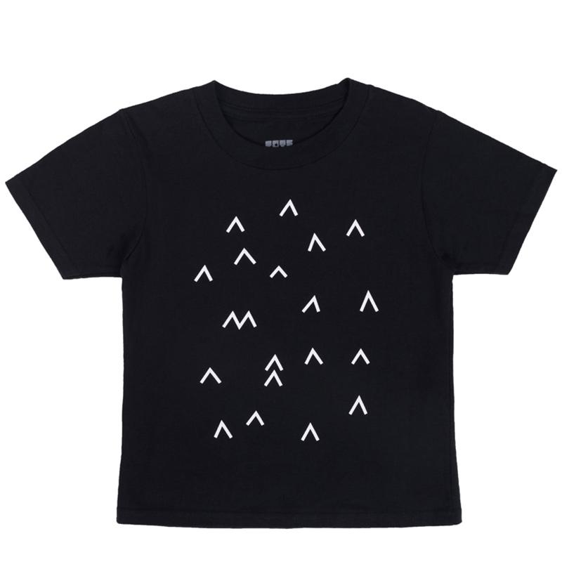 Детска тениска Ракети в космоса. Тениската е с къси ръкави и е 10% памук.