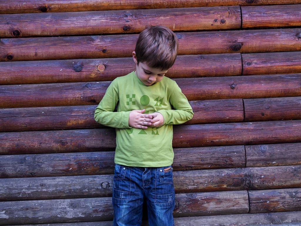"""Дете, което е облечено в зелена блузка от колекцията """"Цветна Зима""""-4"""